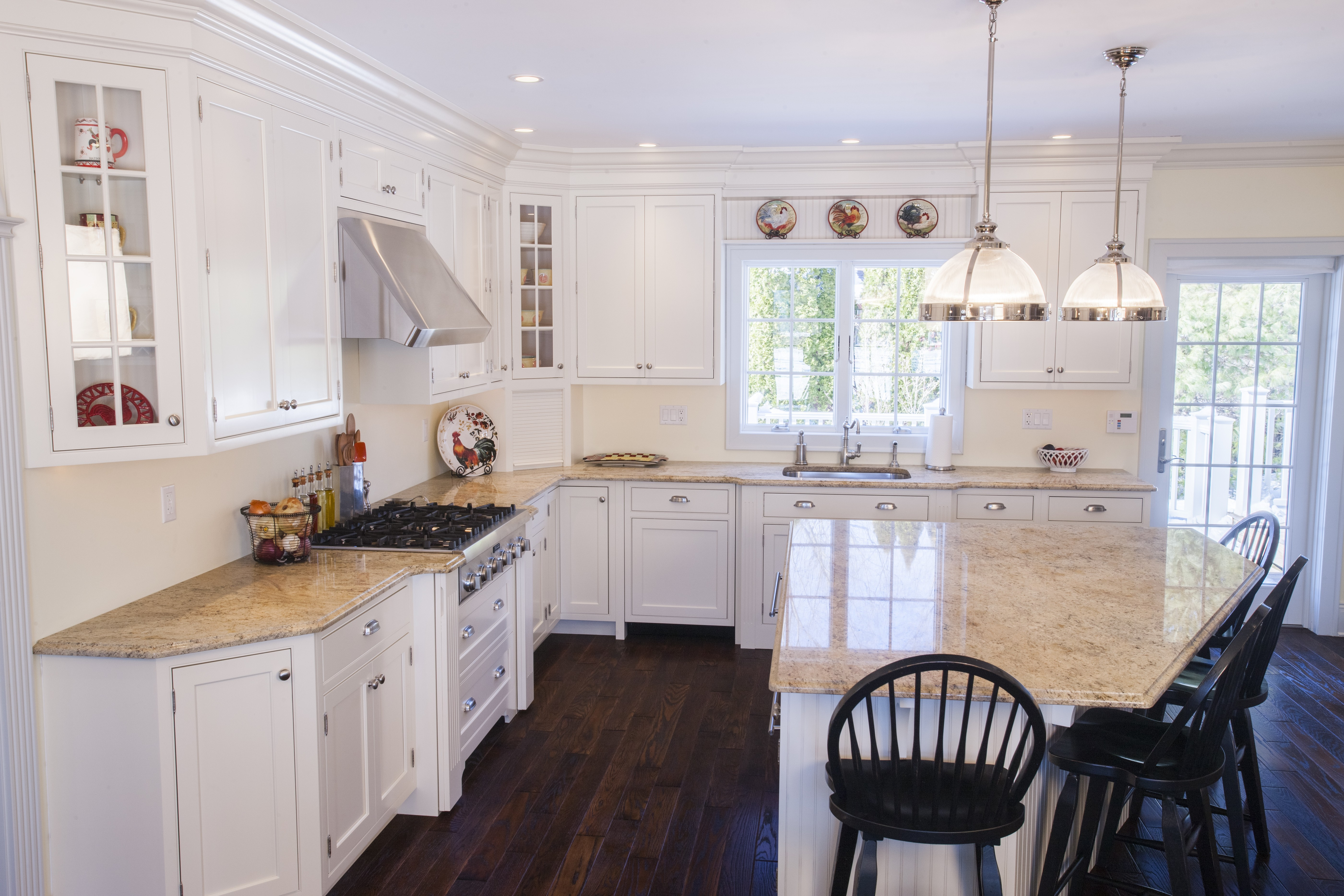 What are the Pros and Cons of White Kitchen Cabinets ...