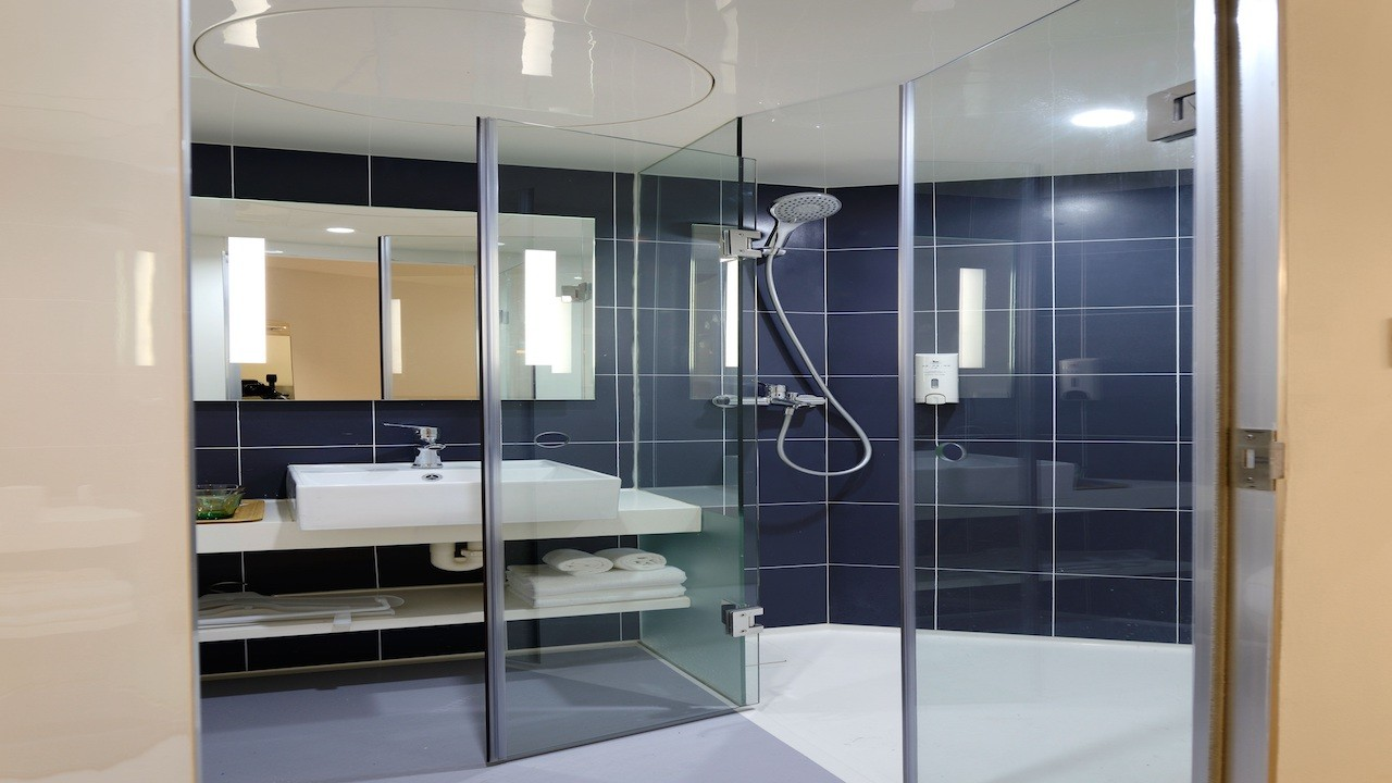 Top tips for a minimalist bathroom design