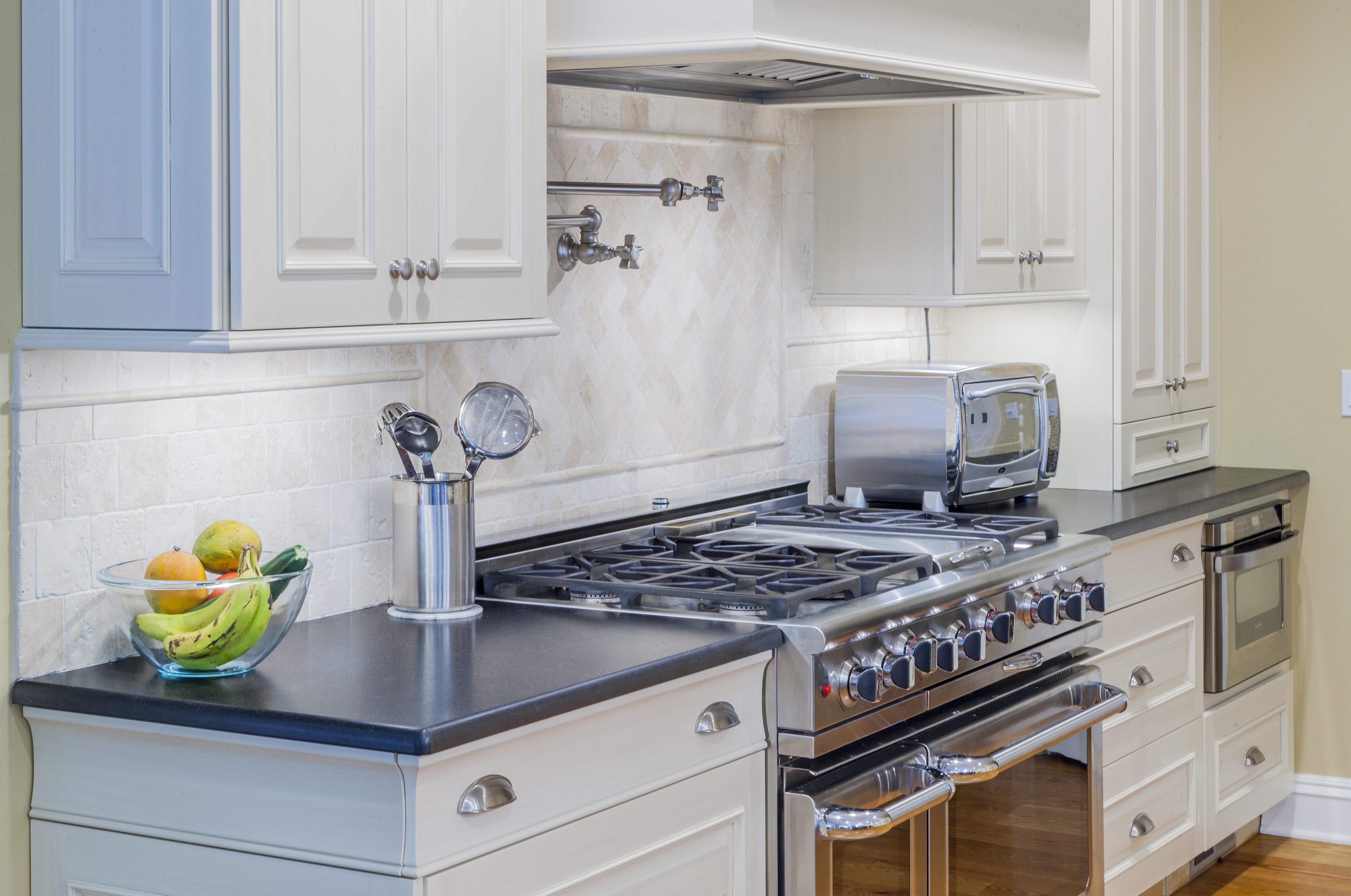 Retro Vs. Contemporary kitchen cabinets and design ideas
