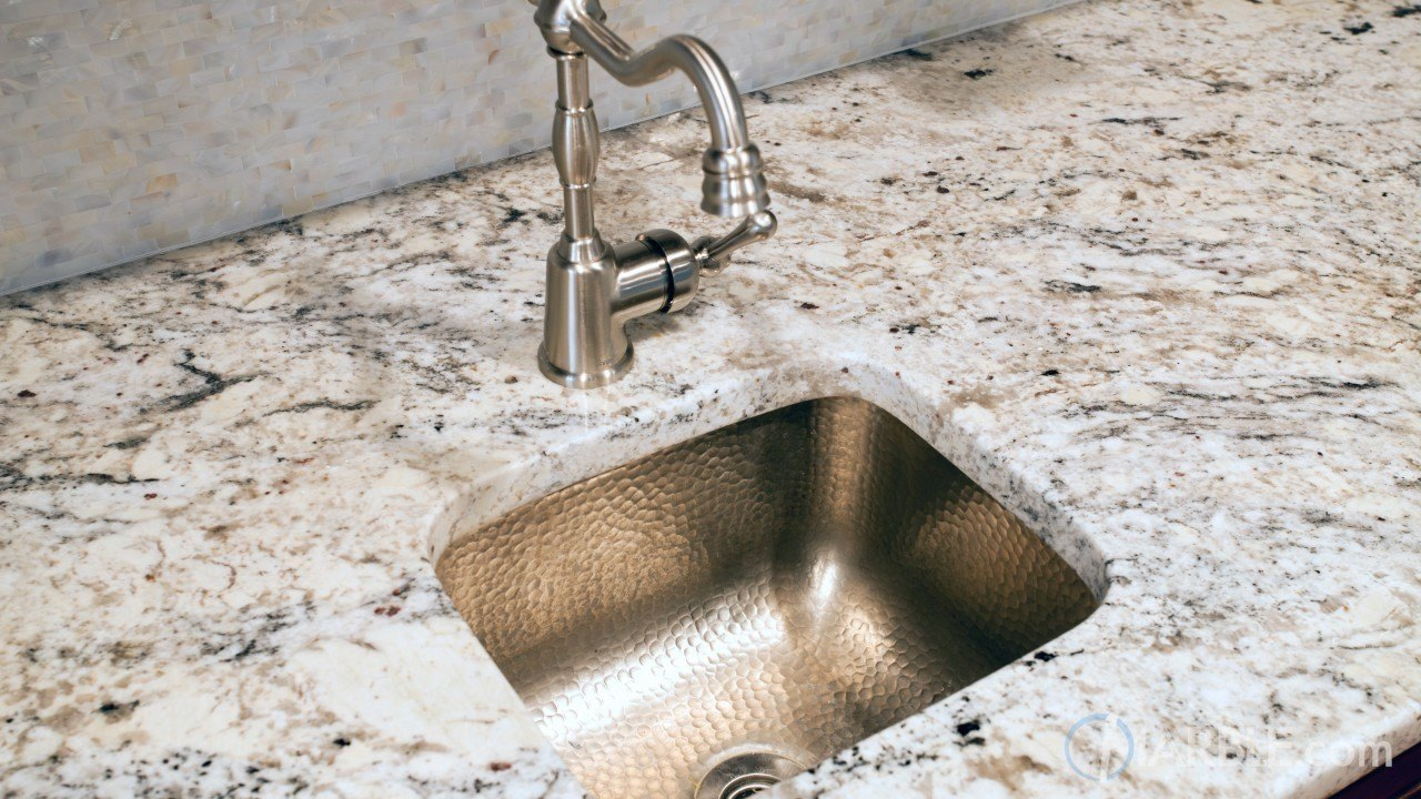 Superbe Snow White Granite Kitchen Countertops